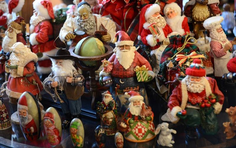 variety of Santa Claus figures